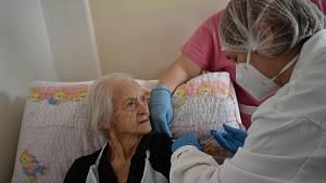 Očkování v domově seniorů v Úpici