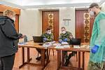 Testování obyvatel na covid-19 v Hankově domě ve Dvoře Králové nad Labem v pátek 26. února.