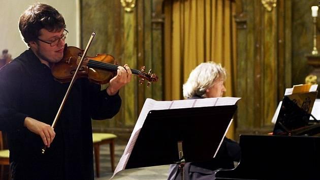 POCTA HOUSLISTOVI KARLU HALÍŘOVI uzavřela letos již dvacátý ročník Vrchlabského hudebního léta.