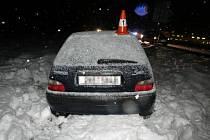 Čtyřicetiletý řidič havaroval mezi obcemi Kuks a Choustníkovo Hradiště. Policisté mu naměřili 1,76 promile alkoholu.