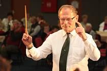 Zdeněk Tlučhoř stál v čele Koletovy hornické hudby ze Rtyně v Podkrkonoší celých 38 let a je bezesporu nejvýznamnější osobností za jejím dirigentským pultem.