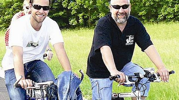 LABSKÁ STEZKA. Cyklotrasa č. 24 turisty bezpečně provádí Podkrkonoším.