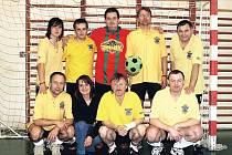 BANÍK ŽACLÉŘ se stal vítězem šipkařského fotbalového turnaje díky jediné brance, o kterou porazil úpickou Hrpu 3:2.