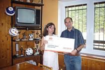 Na zateplení sportoviště získala TJ Sokol od Nadace ČEZ finanční částku 200 tisíc korun.
