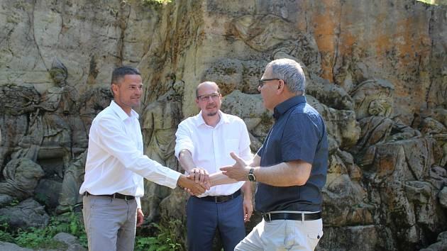 Ministr kultury Lubomír Zaorálek se vsadil o lahev vína, že se v brzké době revitalizuje Braunův Betlém.
