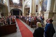 Kostelem na Kuksu zněla trubka a varhany.