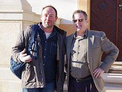Výtvarník Matěj Forman a velvyslanec Daniel Meron (vpravo) o víkendu na Kuksu.