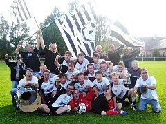 MISTŘI. Vítězem okresního přeboru sezony 2009/2010 se stalo mužstvo Sokola Bílé Třemešné. Kubelkové a spol. tak po dvanácti lety hlásí svůj fotbalový návrat do krajských soutěží.