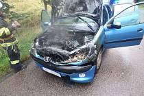 Hasiči likvidovali v Malých Svatoňovicích požár auta.