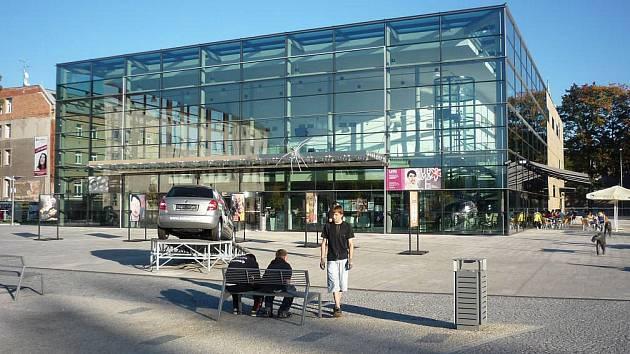 Titulem stavba roku 2011 se může pyšnit budova Společenského centra Trutnovska pro kulturu a volný čas Uffo (na snímku)