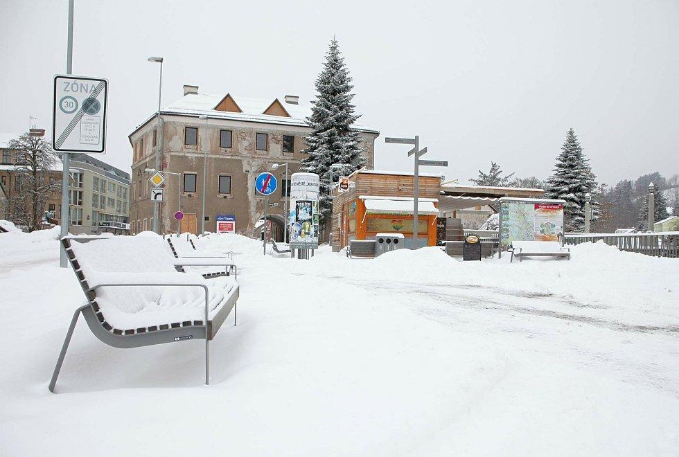 Vrchlabí zasypal v pondělí sníh.