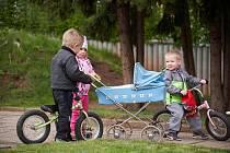 V Trutnově chodí do školek 360 dětí z 960, ve Dvoře Králové, kde se poprvé otevřely v úterý, 114 ze 425.