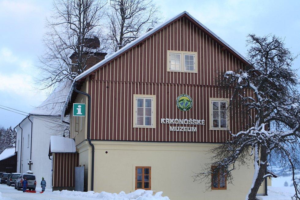 Po dvaceti měsících oprav byl v sobotu otevřen Památník zapadlých vlastenců v Pasekách nad Jizerou.