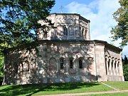 Okruh o délce 2,9 kilometrů v Horní Branné vede také kolem hrobky rodu Harrachů.