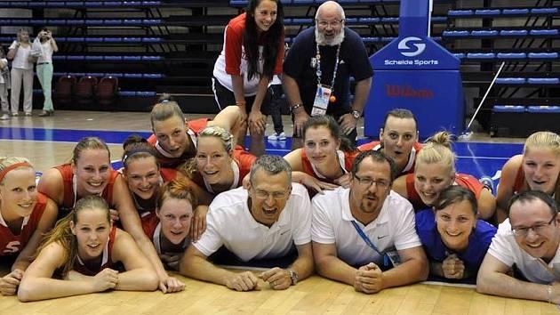 UNIVERZITNÍ TÝM České republiky skončil v ruské Kazani na konečném šestém místě. Rozhodla o tom závěrečná porážka se Švédskem.