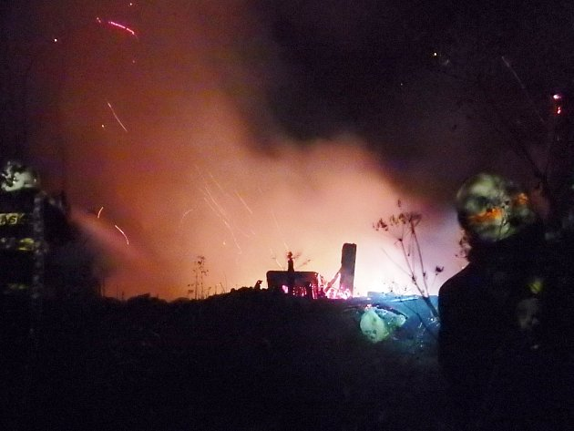 Chatka v Kuksu se ocitla v plamenech