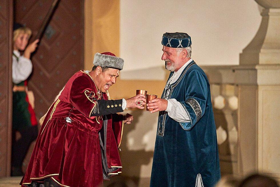 Muzikál Noc na Karlštejně měl loni v prostředí barokního areálu Kuks velký úspěch, odehrála se tam tři vyprodaná představení.