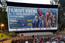 Dvě dlouhé noci prožijí diváci v letním kině.