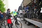 V sobotu 29. května začala další sezona krkonošských cyklobusů, které dopraví výletníky i s koly až na vrcholky Krkonoš.