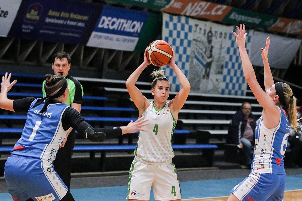 Utkání 10. kola Ženské basketbalové ligy: SBŠ Ostrava - BK Loko Trutnov, 5. prosince 2018 v Ostravě. Na snímku (zleva) Adams Jordan Monet, Corda Ines, Carter Brittany Nichole.