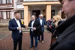 Místopředseda Poslanecké sněmovny Tomio Okamura řešil v Úpici se starostou Petrem Hronem a ředitelem ZŠ Úpice-Lány Petrem Kalouskem problematickou situaci s nepřizpůsobivými občany.