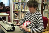 I psaní na stroji bylo  zábavou. Na snímku si to připomněl Zdeněk Heteš.
