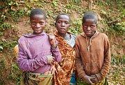 Snímky z Ugandy, které autor umístil do expozice v přízemí městského úřadu.