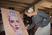 Zpěvačka a herečka Barbora Poláková měla koncert na Luční boudě, před ním stihla procházku na Sněžku. Foto: Pavel Křivka