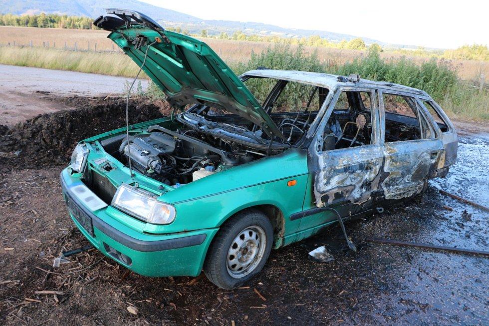 Požár auta - Černý Důl Fořt.