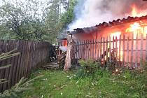 Při požáru v trutnovské Lesní ulici uhořeli králíci i slepice.