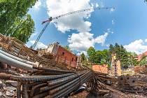 Stavba Střediska volného času na trutnovských Nivách.