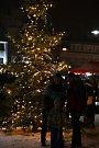 Ve Vrchlabí rozsvítili vánoční strom.