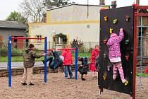 Škola v Žirči má nové hřiště