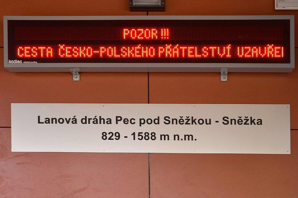 Lanovka na Sněžku od 1. května znovu může vozit turisty na nejvyšší českou horu.