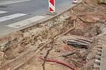 V Trutnově vzniká nový odbočovací pruh na křižovatce u Radia v blízkosti vlakového nádraží. Uzavřen musel být most u Obchodní akademie.