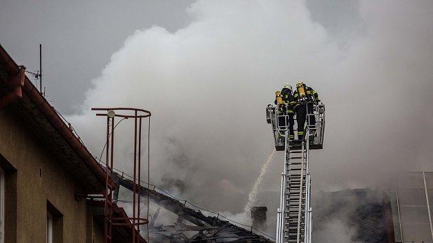 Požár domu na královédvorském náměstí