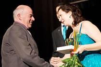 CENU MĚSTA za rok 2015 předala Josefu Zajícovi starostka Semil Lena Mlejnková.