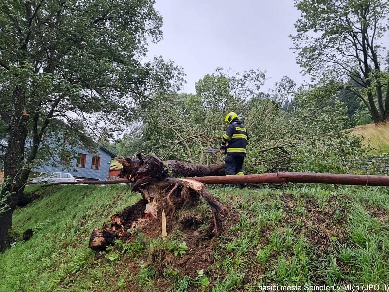 V souvislosti se včerejším deštěm hasiči evidují 25 události