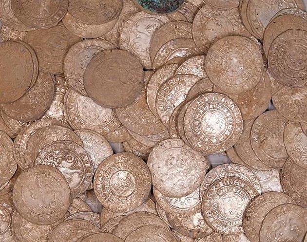 Nalezený poklad odevzdal do muzea.
