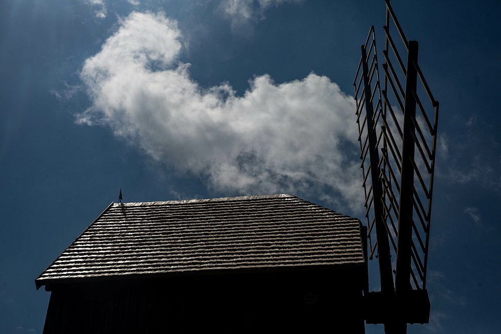 Stavba funkční repliky větrného mlýna v Borovnici na Trutnovsku je ve finiši. Otevřený má být do konce června.