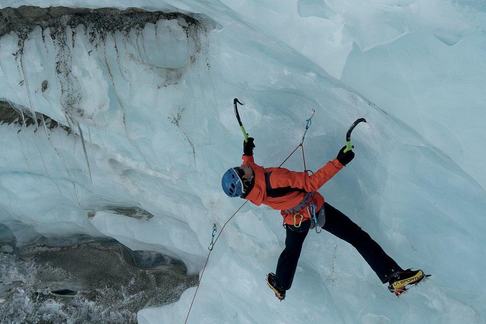 Vrchlabský horolezec a skialpinista Radoslav Groh při lezení v Alpách.