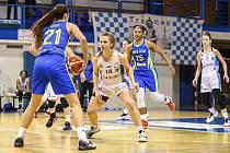 Klára Drbohlavová (č. 14) odehrála proti USK Praha výborné utkání a zasloužila si cenu pro nejlepší domácí hráčku.