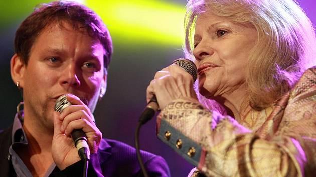 Eva Pilarová na festivalu zpívala s Matějem Ruppertem.