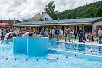 Slavnostní otevření koupaliště v Hostinném v pátek 9. června 2021.