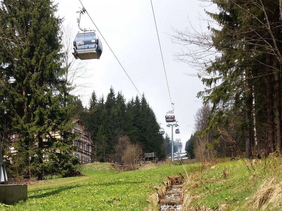 LANOVKY NA HORÁCH budou otevřené o prodlouženém víkendu, vyrazit můžete třeba na Černou horu.