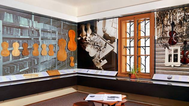 NEJVĚTŠÍ  změny doznala během jednoho roku v Památníku zapadlých vlastenců expozice krkonošské houslařské školy.