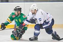 ZATÍM POSLEDNÍ DERBY se hrálo v Trutnově, kde uspěli hráči Dvora Králové. Dotáhnout to oba rivalové do play off?