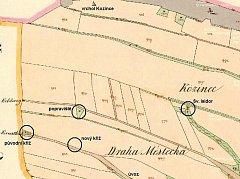 Přibližně v poloviční vzdálenosti mezi křižovatkou pod Zadním Kozincem, kde stával dřevěný kříž a kapličkou svatého Isidora, bývalo jilemnické popraviště, vyznačené na josefské mapě šibenicí.