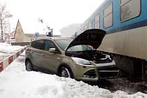 Nehoda vlaku s automobilem v Trutnově