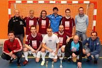 DRUHÉ MÍSTO z loňského roku zopakovali při republikovém šampionátu sáloví fotbalisté z Jilemnice. Vyhrála Stonava.